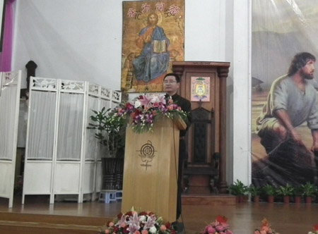 想起主的恩典》.庆典结束后,由7位神父为b班举祭奉献感恩弥