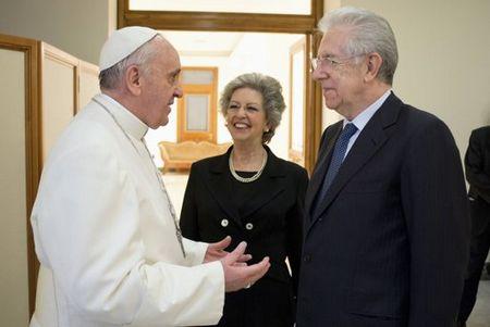 罗马:教宗方济各接见意大利即将卸任的总理蒙蒂